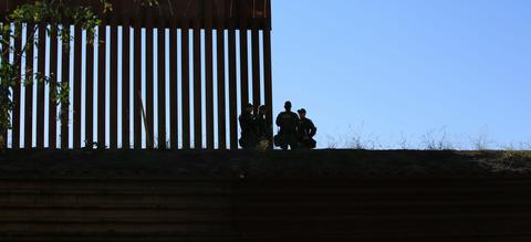 Een grenshek tussen Mexico en de Verenigde Staten.