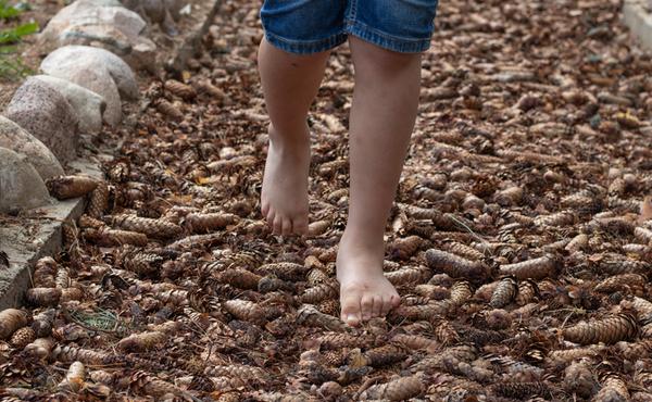 7. Leg een blotevoetenpad aan in de tuin
