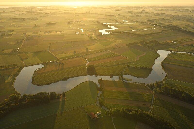 Het Meetjeslandse krekengebied vanuit de lucht