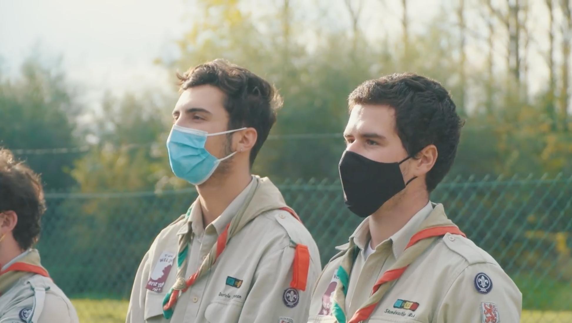 Sam Lambrechts (rechts) van Scouts Sint-Martinus op de lancering van de nationale campagne 'Plant je eigen bos'.