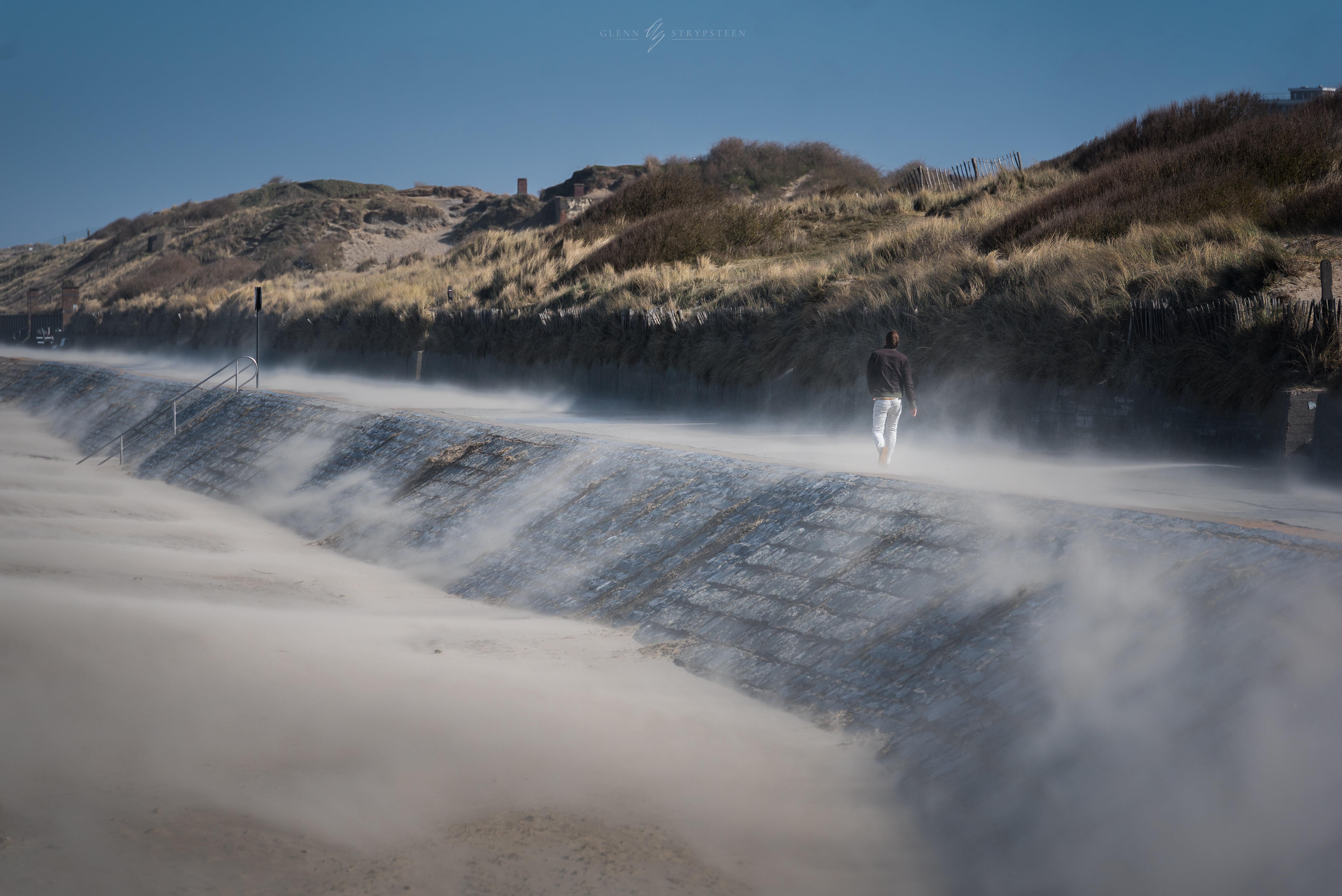 Op deze foto zie je het probleem van zandoverlast op de Spinoladijk ontstaan